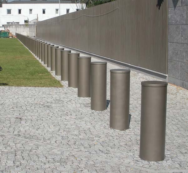 FixedHVMScimitarBollards